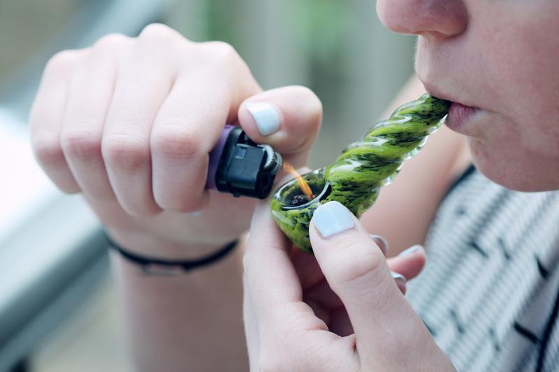 Różnica między paleniem i jedzeniem marihuany, CannApteka.pl